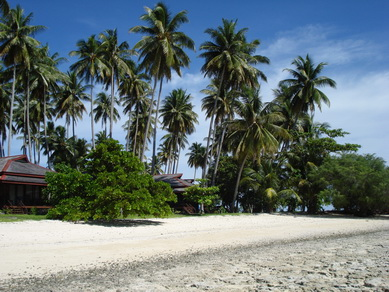 nunukan_bungalows-on-the-beach-at-low-tide.jpg
